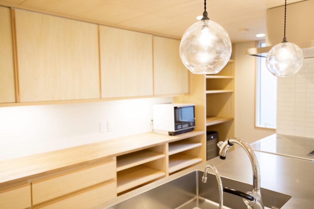 注文住宅をお考えの方必見!キッチンの照明選びについて解説します!
